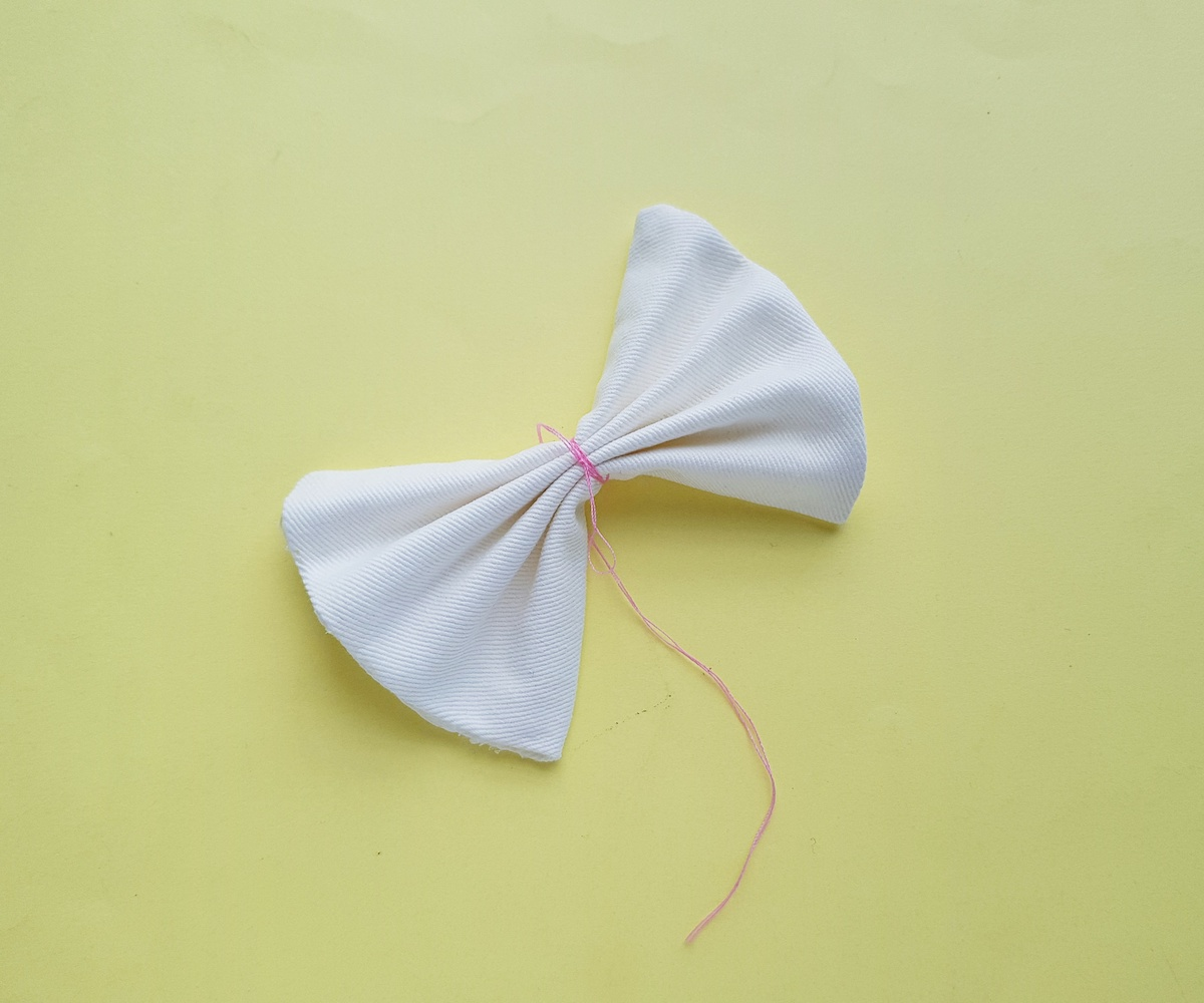 making a fabric bow