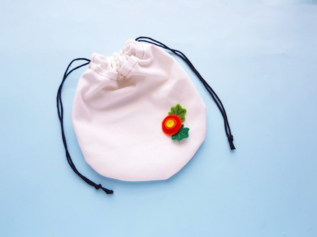 Round Drawstring Pouch with felt flower and leaves
