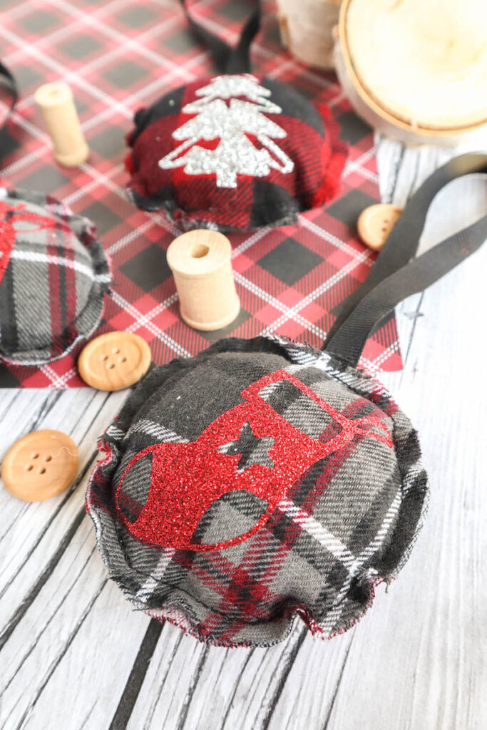 flannel circle Christmas ornament easy to sew